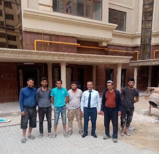 Представители Генконсульства Узбекистана ознакомились с условиями труда и быта сограждан, работающих в казахстанском городе Актау